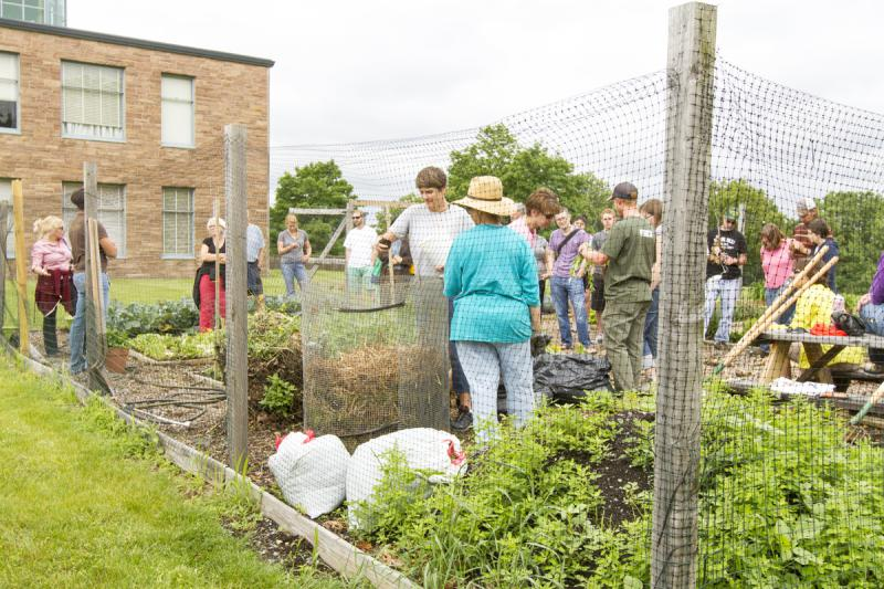 how to run a community garden